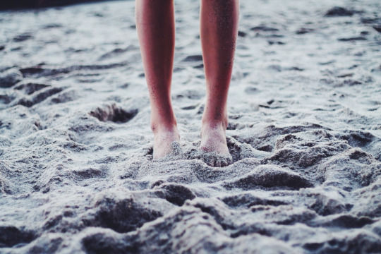 Feet-In-The-Sand_FengShuiCreative
